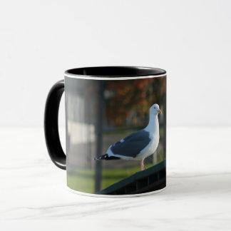 橋マグに立っているかわいいカモメ マグカップ