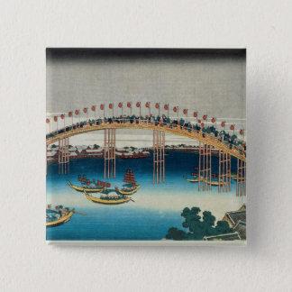 橋(色のwoodblockのプリント)上の行列 5.1cm 正方形バッジ