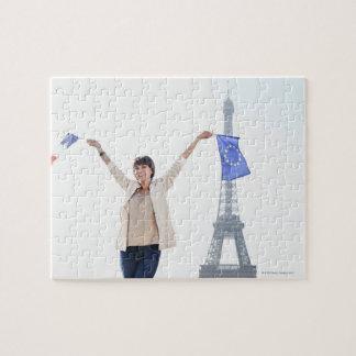 欧州連合の旗を握っている女性およびフランス人 ジグソーパズル