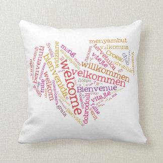 歓迎されたハート(多くの言語)の枕 クッション