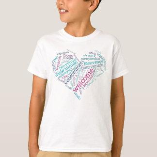 歓迎されたハート(多くの言語)のTシャツ Tシャツ
