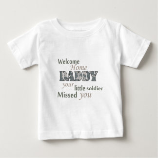 """歓迎された家のお父さん- """"小さい兵士"""" ベビーTシャツ"""
