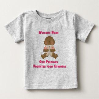歓迎された家私達の大切な娘 ベビーTシャツ