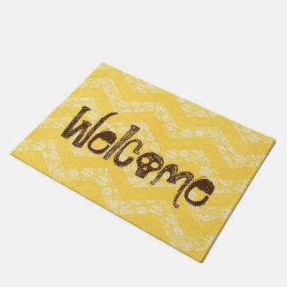 歓迎された黄色いシェブロンのスカル ドアマット