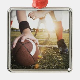 止まることをフットボールの中心の準備の閉めて下さい メタルオーナメント