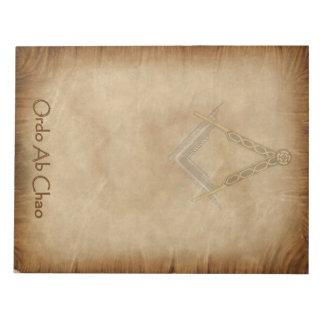 正方形およびコンパスが付いている羊皮紙 ノートパッド