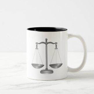 正義のはかりで測られる ツートーンマグカップ