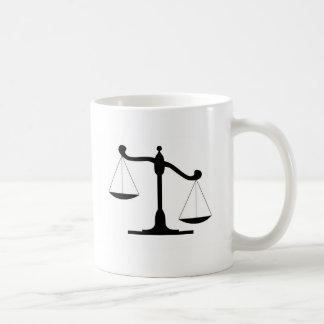 正義のスケール コーヒーマグカップ