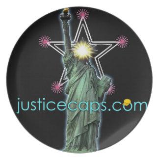 正義の帽子: 自由に住んでいる正義の平均 プレート