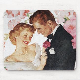 正装の若いカップル マウスパッド
