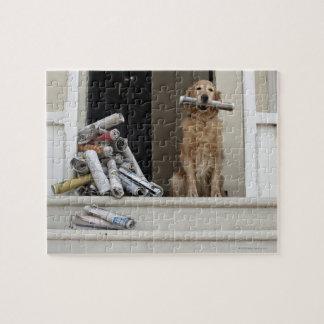 正面玄関に坐っているゴールデン・リトリーバー犬 ジグソーパズル