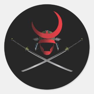 武士のヘルメットおよび剣 丸形シール・ステッカー