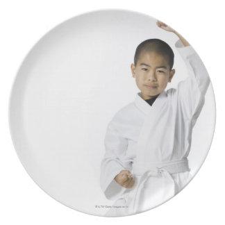 武道3を練習する青年 プレート