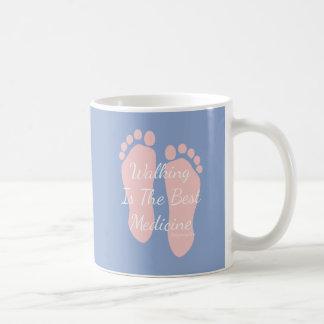 歩くは人で最も最高のな薬ヒポクラテスです コーヒーマグカップ