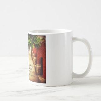 歩く道及び友情の諺 コーヒーマグカップ