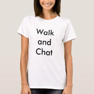 歩行および雑談の女性のTシャツ Tシャツ