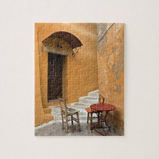 歩道のテーブルの設定、Chania、クレタ、ギリシャ ジグソーパズル