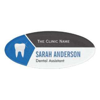 歯のロゴの歯科医院の歯科医の助手 名札