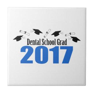 歯学部の卒業生2017の帽子および免状(青い) タイル