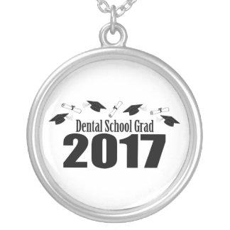 歯学部の卒業生2017の帽子および免状(黒) シルバープレートネックレス