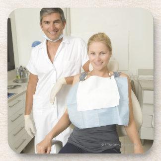 歯科医および患者のポートレート コースター