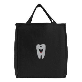 歯科医によって刺繍されるバッグ 刺繍入りトートバッグ