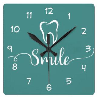 歯科医のオフィスの時計 スクエア壁時計