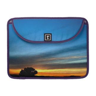 歴史的なルート66の近くの砂漠の日没 MacBook PROスリーブ