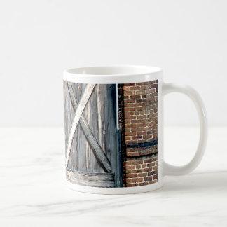 歴史的な両開きドア コーヒーマグカップ