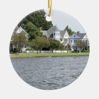 歴史的な水辺地帯の家、Edenton NCのオーナメント セラミックオーナメント