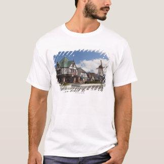 歴史的なSolvangからの通り場面 Tシャツ