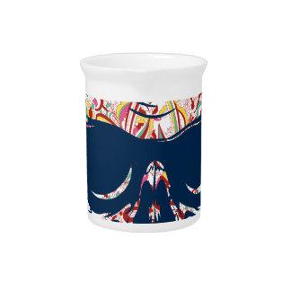 死んだスカルのゾンビによって着色されるデザイン ピッチャー