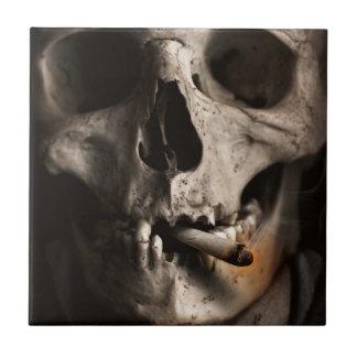 死んだスカルの喫煙 タイル