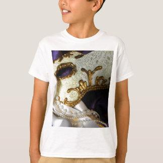 残っている何がカーニバルの Tシャツ