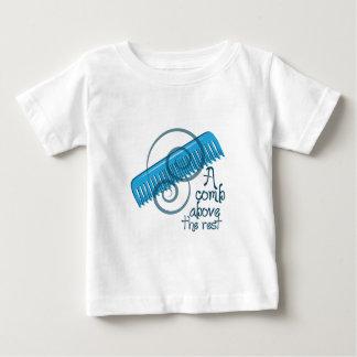 残りの上の櫛 ベビーTシャツ