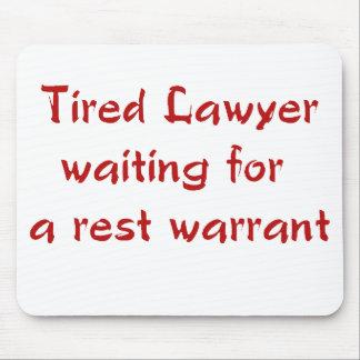 残りの令状のマウスパッドを待っている疲れた弁護士 マウスパッド