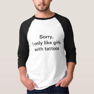 残念なIは入れ墨を持つ女の子だけを好みます Tシャツ