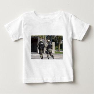 殴打 ベビーTシャツ