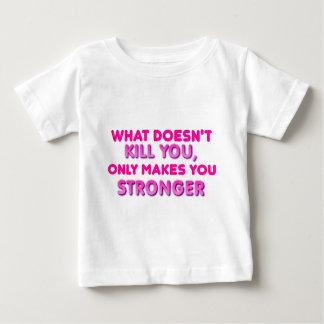 殺さない何がより強く作ります ベビーTシャツ