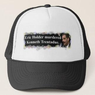 殺害されるエリックのホールダー キャップ
