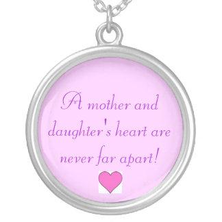 母および娘のハートは離れて決してありません! シルバープレートネックレス