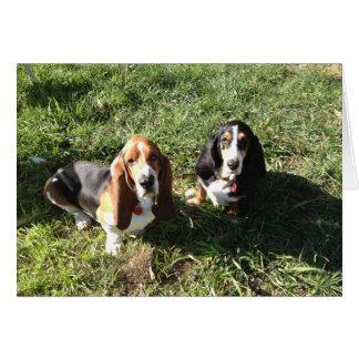 母および息子のバセット犬のカップル カード