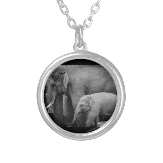 母および赤ん坊象 シルバープレートネックレス