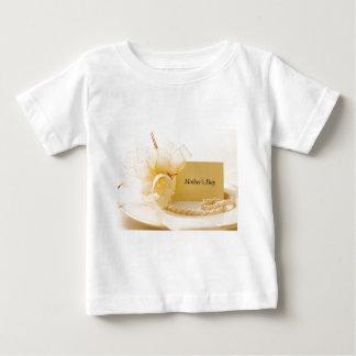 母の日の真珠 ベビーTシャツ