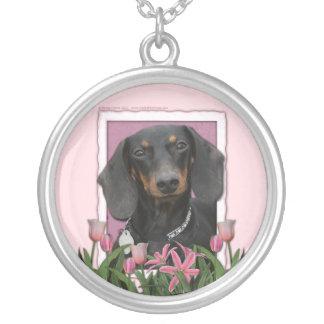 母の日-ピンクのチューリップ-ダックスフント- Winston シルバープレートネックレス