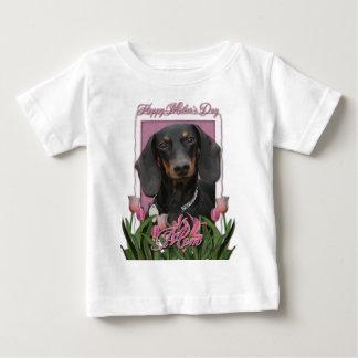 母の日-ピンクのチューリップ-ダックスフント- Winston ベビーTシャツ