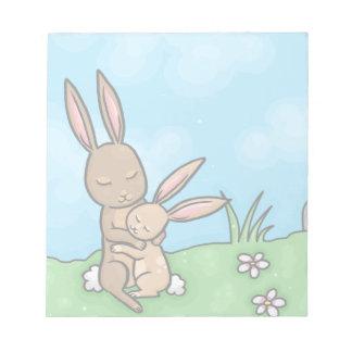 母ウサギおよびベビーのバニー抱擁 ノートパッド