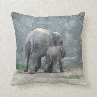 母性愛象の枕 クッション