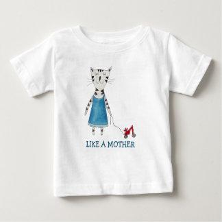 母Tシャツのおもしろいなローラーのスケート選手のように ベビーTシャツ