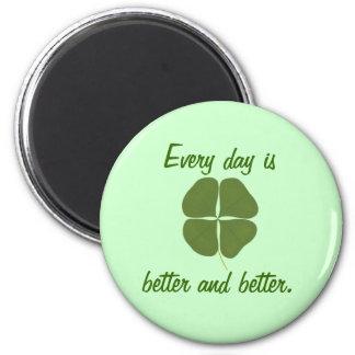 毎日はよりよく、よりよいです、シャムロックの磁石 マグネット